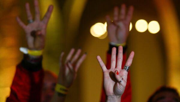 La gente reacciona a los resultados de las elecciones en Cataluña - Sputnik Mundo
