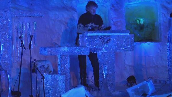 Un músico noruego toca instrumentos de hielo - Sputnik Mundo