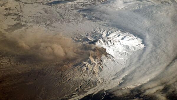 El volcán Shiveluch, en la península rusa de Kamchatka - Sputnik Mundo