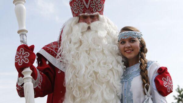 Personajes folclóricos rusos Ded Moroz (Abuelo Frío) y Snegúrochka (Nievecillas o Doncella de las nieves) - Sputnik Mundo