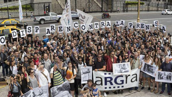 Reporteros gráficos argentinos piden al Gobierno que no dispare contra la prensa - Sputnik Mundo