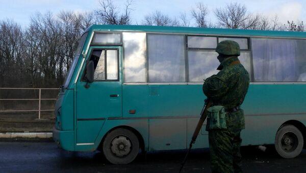 Обмен военнопленными между ДНР и Украиной в Донецкой области - Sputnik Mundo