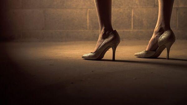 Zapatos de tacón, imagen referencial - Sputnik Mundo