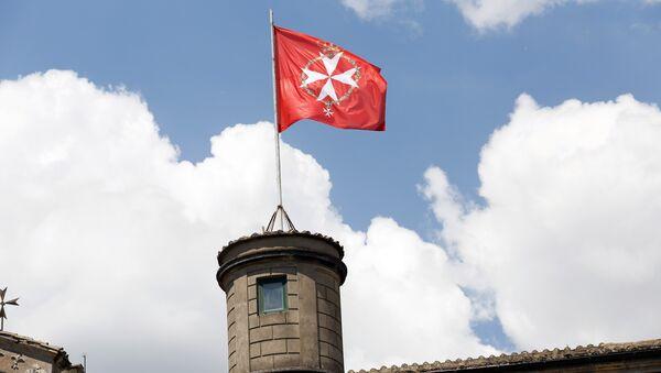 Bandera oficial de la Soberana Orden Militar de Malta - Sputnik Mundo