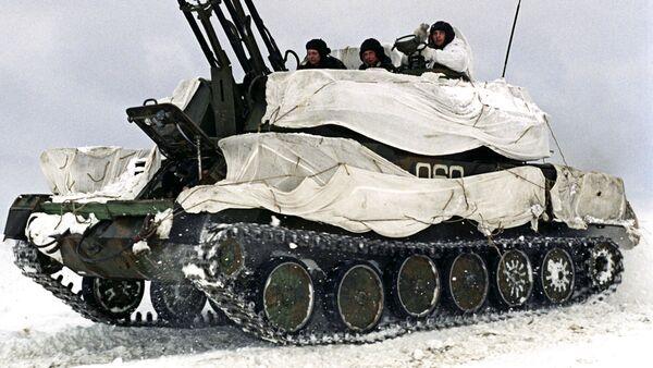 Sistema antiaéreo Shilka en camuflaje invernal - Sputnik Mundo