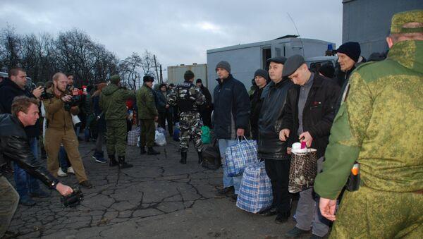 Canje de prisioneros entre Kiev y Donbás - Sputnik Mundo
