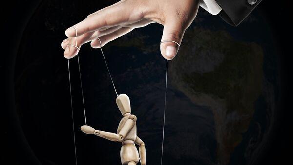 Una mano y un títere - Sputnik Mundo