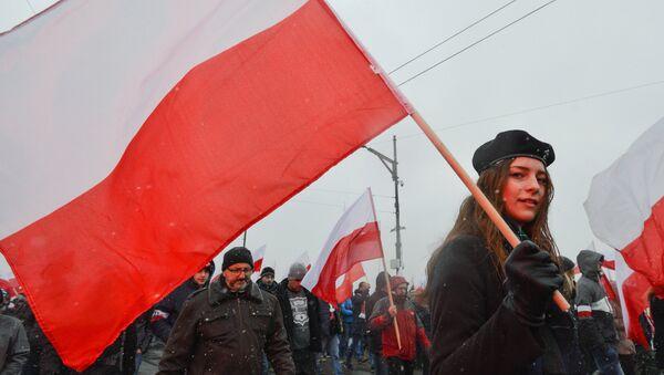 Una participante de la Marcha de la Independencia en Varsovia en 2016 - Sputnik Mundo