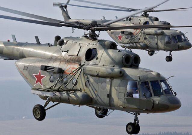 Dos helicópteros Mi-8