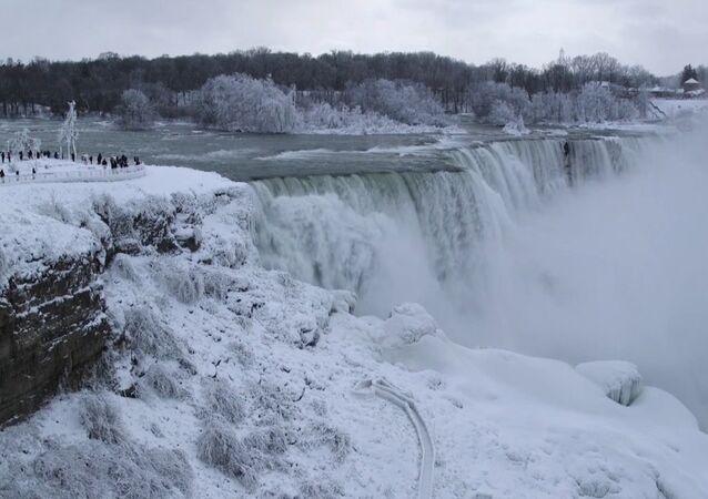 Las cataratas del Niágara a temperaturas bajo cero