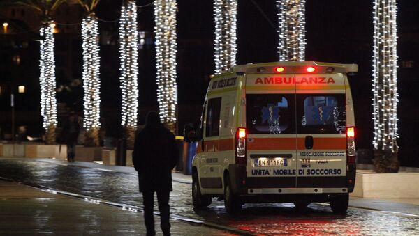 An ambulance arrives with injured at the Antonio Perrino hospital in Brindisi, southern Italy - Sputnik Mundo