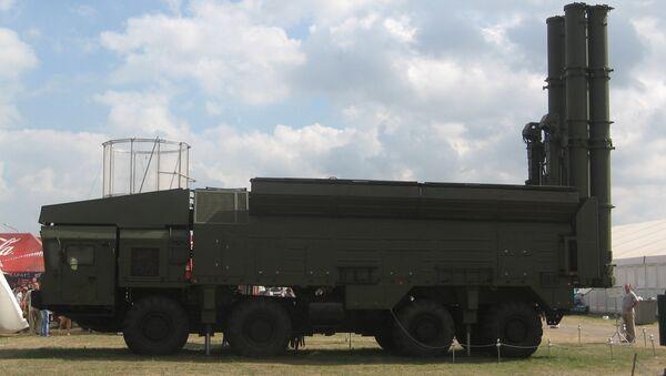 El sistema de misiles de base móvil Club-M, el antecesor tecnológico para el sistema Club-T dotado con los Kalibr (archivo; agosto de 2007) - Sputnik Mundo