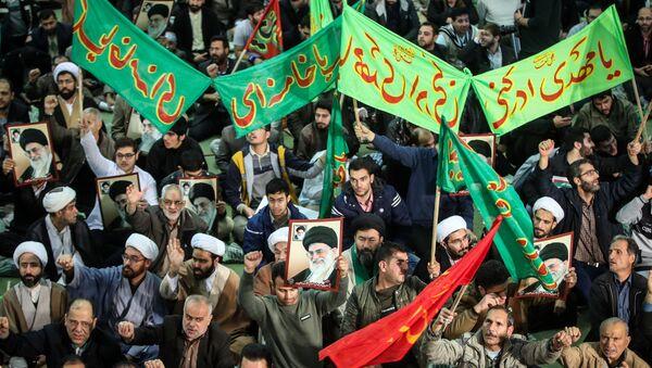 Los seguidores del presidente de Irán, Hasán Rohaní, durante las protestas en el país - Sputnik Mundo