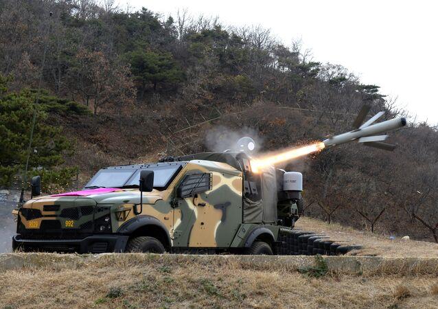 Un misil antintanque israeli Spike, lanzado desde un todoterreno blindado (imagen referencial)