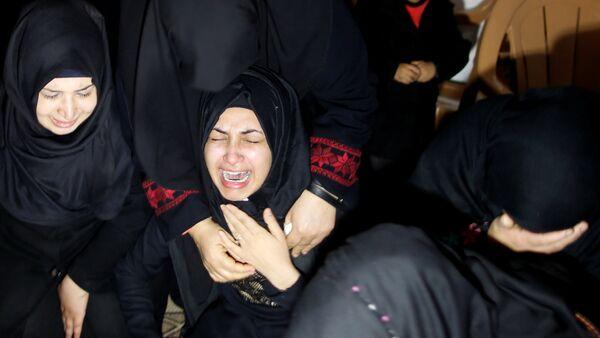Familiares del activista palestino Ibrahim Abu Thuraya abatido por las tropas israelíes - Sputnik Mundo