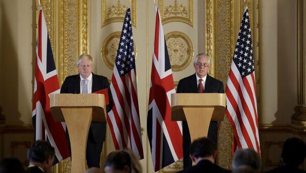 El ministro de Exteriores de Reino Unido, Boris Johnson, y su homólogo estadounidense, Rex Tillerson archivo) - Sputnik Mundo