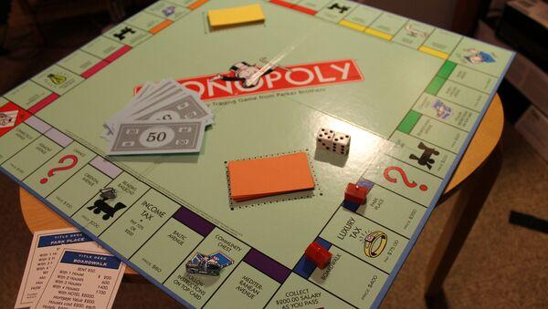 Un tablero de Monopoly - Sputnik Mundo