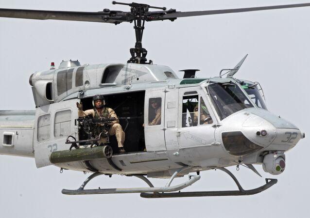 Un helicóptero estadounidense UH-1