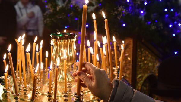 Los cristianos ortodoxos festejan la liturgia - Sputnik Mundo