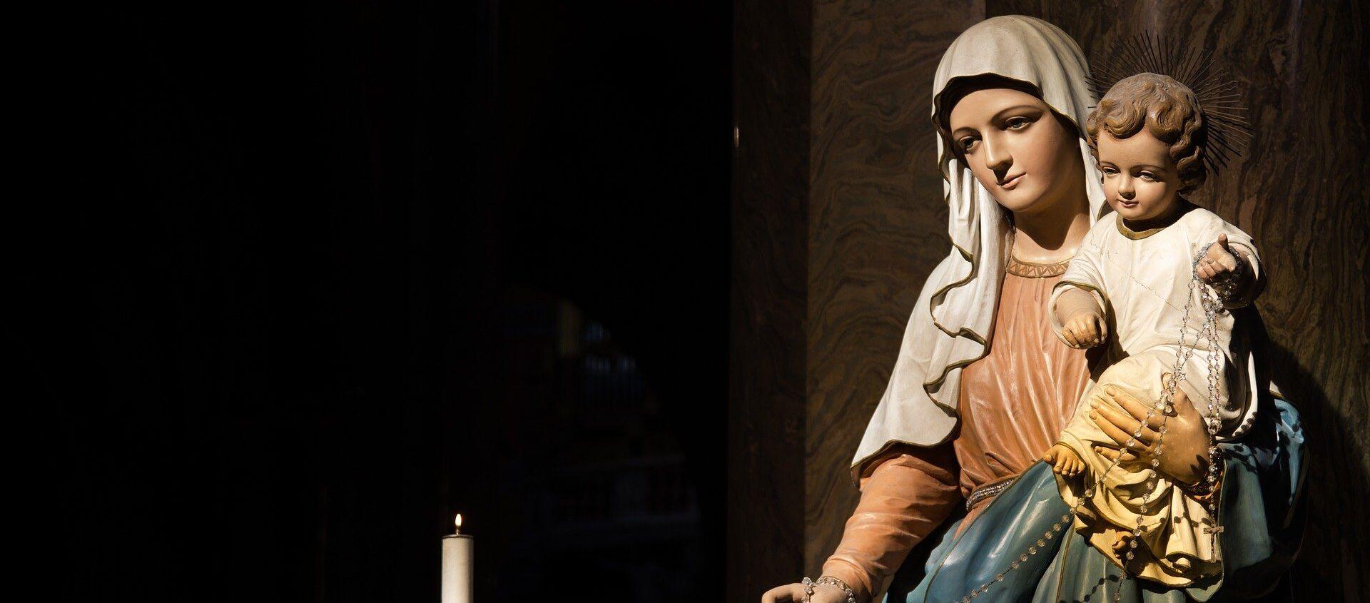 Una estatua de la Virgen María con Jesús - Sputnik Mundo, 1920, 21.06.2020