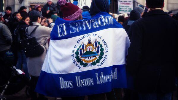 Bandera de El Salvador (Archivo) - Sputnik Mundo
