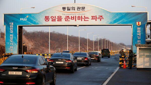 Delegados surrcoreanos cruzan línea de demarcación militar - Sputnik Mundo