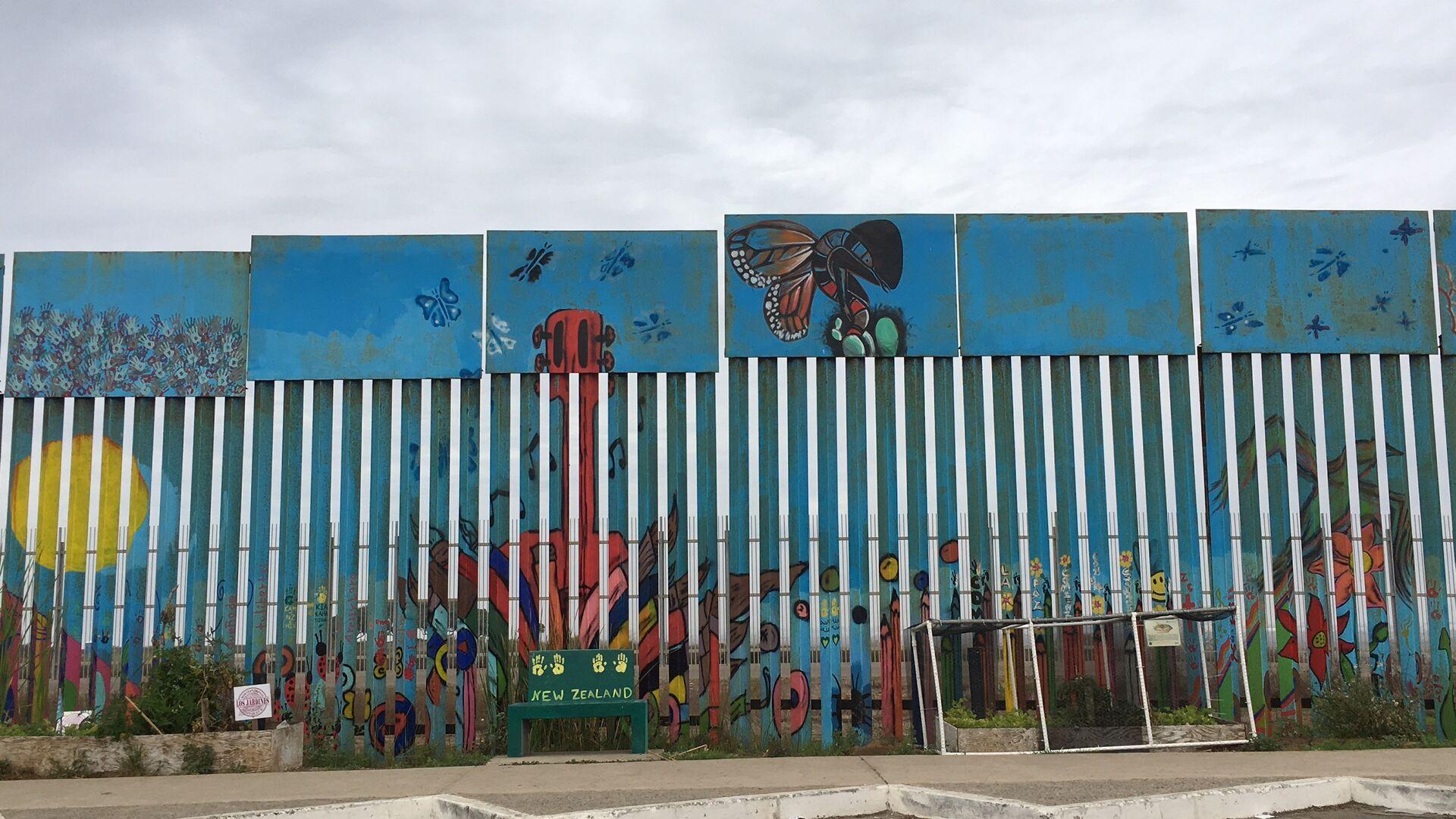 Una parte pintada del muro fronterizo Estados Unidos-México - Sputnik Mundo, 1920, 27.02.2021