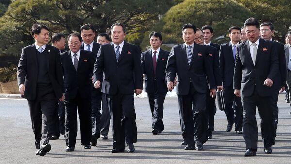 Las delegaciones de las negociaciones entre las dos Coreas - Sputnik Mundo