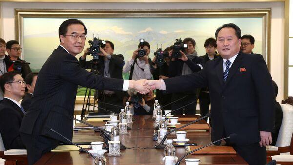 Las negociaciones entre las dos Coreas - Sputnik Mundo