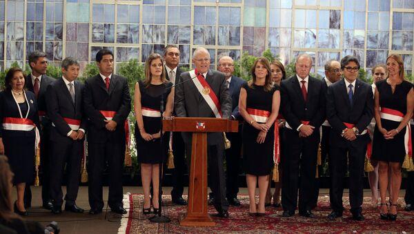 El presidente de Perú, Pedro Pablo Kuczynski, junto a sus nuevos ministros - Sputnik Mundo