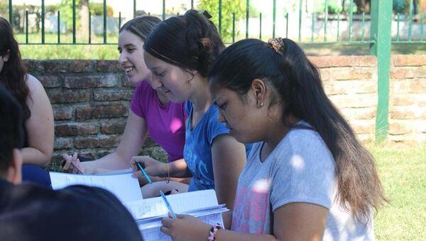 La iniciativa prepara a estudiantes uruguayos de nivel medio para los exámenes de febrero - Sputnik Mundo