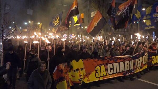 Centenares de ucranianos celebran el aniversario de líder nacionalista - Sputnik Mundo