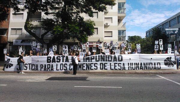 Un grupo de madres y familiares de desaparecidos uruguayos reclama en una manifestación en Montevideo. - Sputnik Mundo