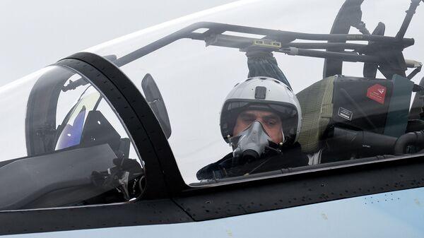 Un piloto de un caza (imagen referencial) - Sputnik Mundo