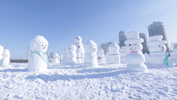 China celebra la llegada del año nuevo con 2018 muñecos de nieve - Sputnik Mundo
