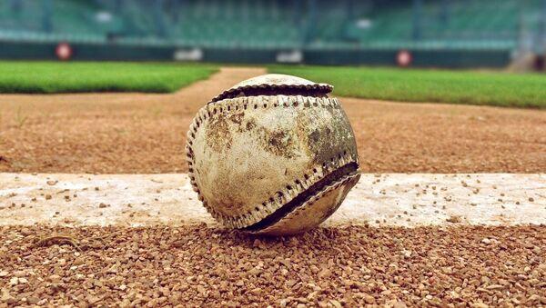 Una pelota de béisbol - Sputnik Mundo