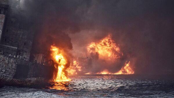 El incendio en el petrolero panameño el Sanchi en las aguas del mar de China Oriental - Sputnik Mundo