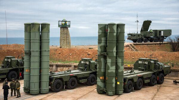 Los sistemas de defensa antimisiles S-400 Triumf (archivo) - Sputnik Mundo