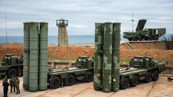 Los sistemas de defensa antimisiles S-400 Triumf - Sputnik Mundo