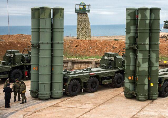 Los sistemas de defensa antimisiles S-400 Triumf (archivo)