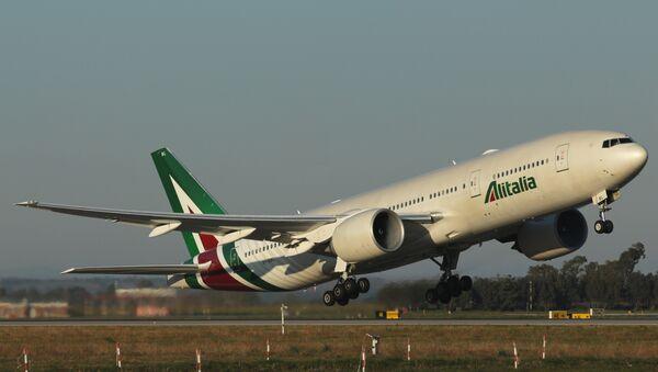 El avión EI-DBL de Alitalia, bautizado Sestriere, que lleva al papa Francisco a Chile desde Roma. - Sputnik Mundo