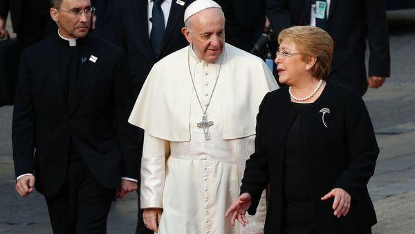 La presidenta de Chile, Michelle Bachelet, y el papa Francisco - Sputnik Mundo
