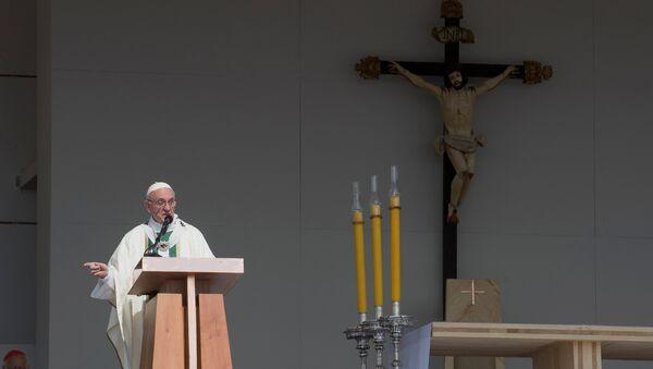 Papa Francisco durante la misa en Santiago, la capital de Chile - Sputnik Mundo