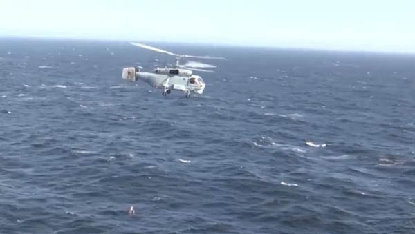 Así dan caza los helicópteros rusos Ka-27PL a los submarinos enemigos - Sputnik Mundo