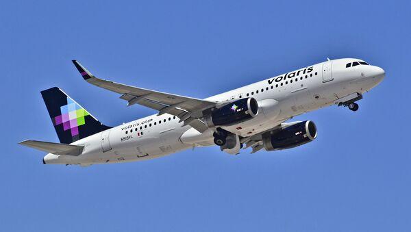 Airbus 320-233 de la compañía mexicana Volaris - Sputnik Mundo