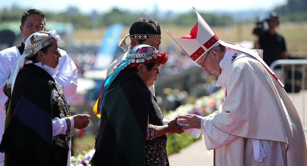 Papa Francisco durante su encuentro con las comunidades mapuches