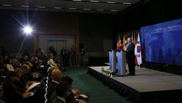 La ministra de Relaciones Exteriores de Canadá, Chrystia Freeland y el Secretario de Estado de EEUU, Rex Tillerson durante la reunión en Vancouver - Sputnik Mundo