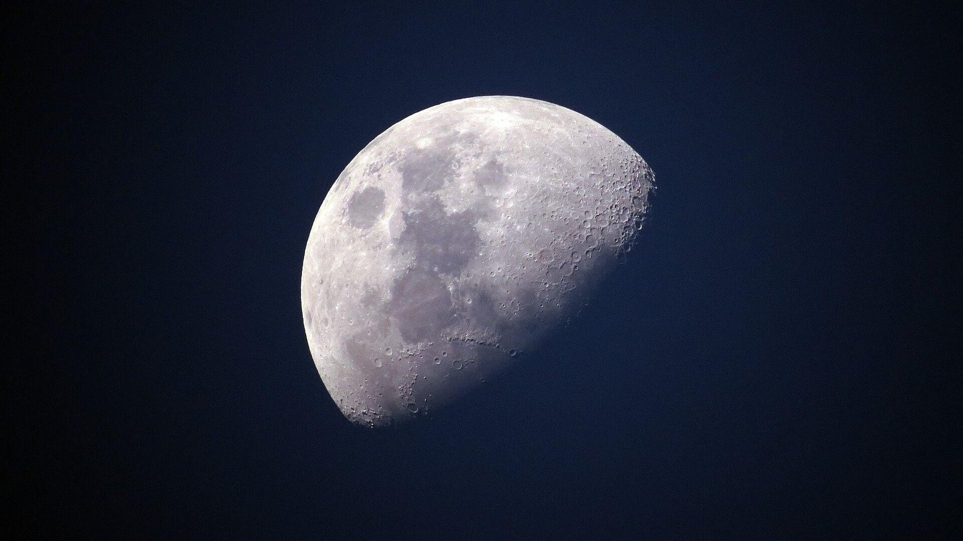 La Luna - Sputnik Mundo, 1920, 12.04.2021