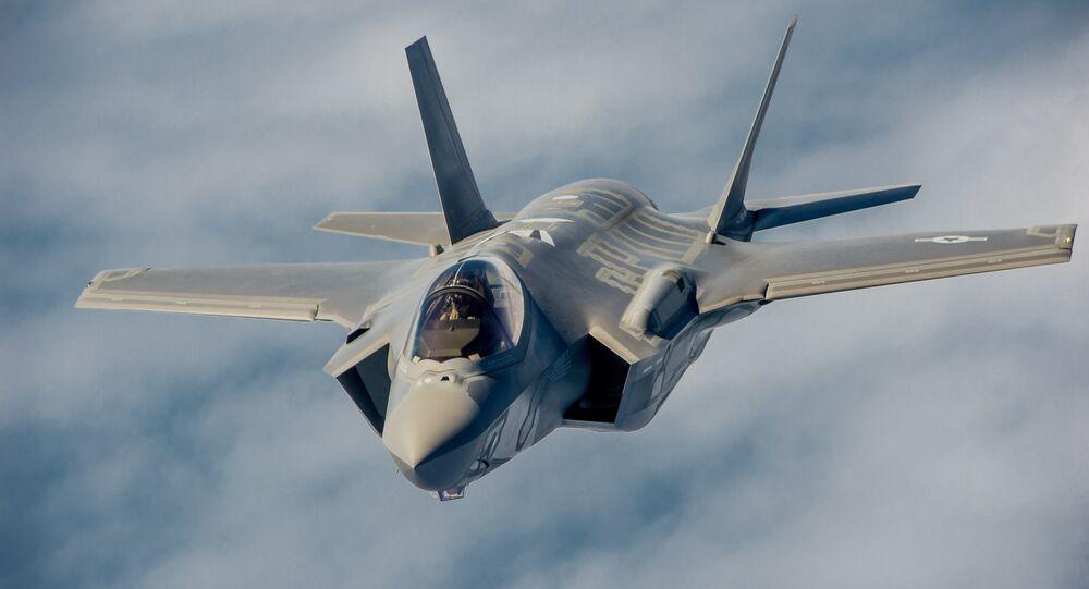 Un caza de quinta generación estadounidense F-35A