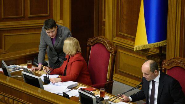 Nadezhda Sávchenko (izquierda), diputada de la Rada Suprema ucraniana - Sputnik Mundo